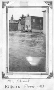 Photo from the flood of 1928. Pearl Murack Collection.