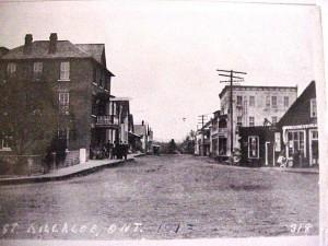 Photo taken from Queen Street looking down Lake Street, 1913. Killaloe Millennium Museum Exhibit.